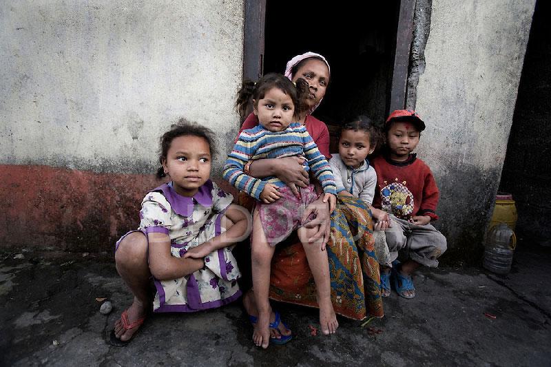 Nepal'de Yaşayan Yoksul Bir Aile