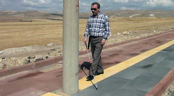 engelli yolundaki engeller
